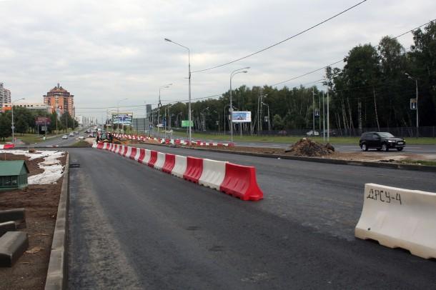Закрыт поворот с Рублевского шоссе на Осеннюю ул. Фото Alxe, форум Roads.ru