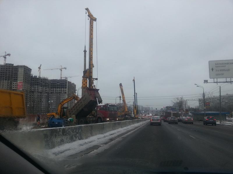 Начато строительство новой эстакады на Варшавском шоссе. (с) ФОТО KKonst, ФОРУМ ROADS.RU