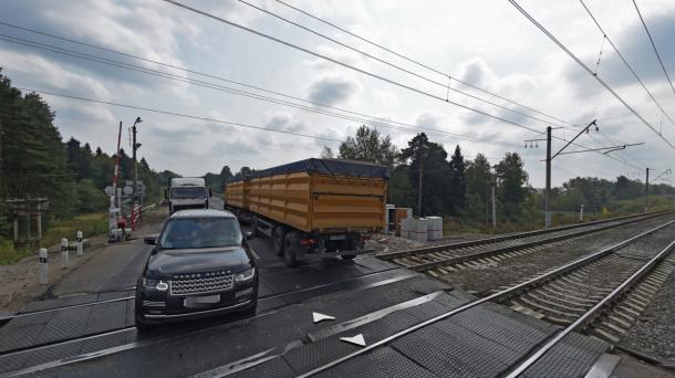 Фото ж/д переезда в Яндекс.Панорамах.